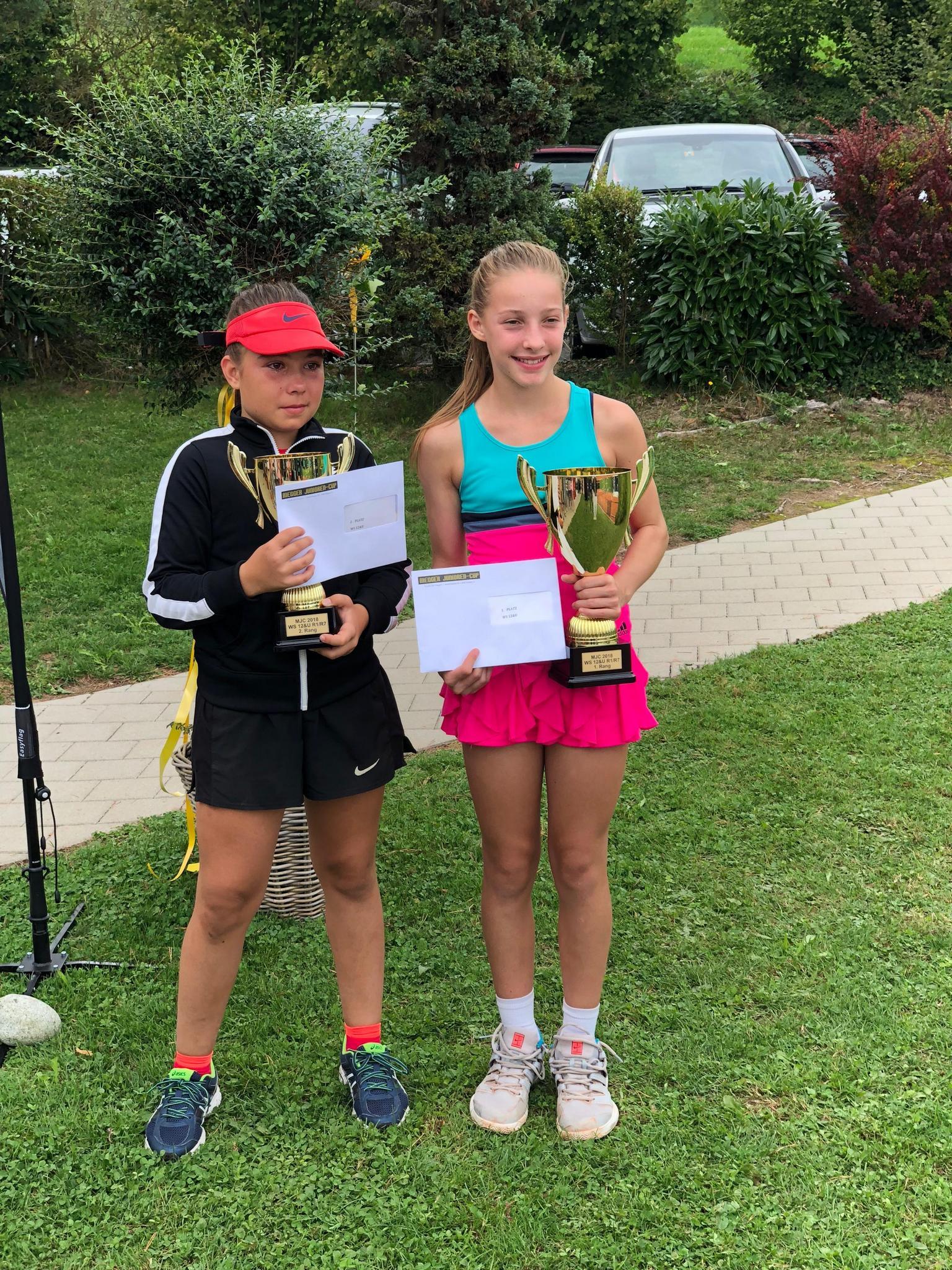 Finaliste con vincitrice Martina Beltraminelli (destra)
